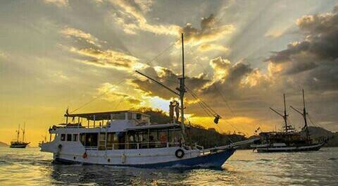 Private Charter Boat Overnight - Cabin to Sleep Flores Overland